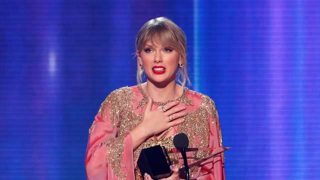 FILE PHOTO: 2019 American Music Awards - Show - Los Angeles, California, U.S.