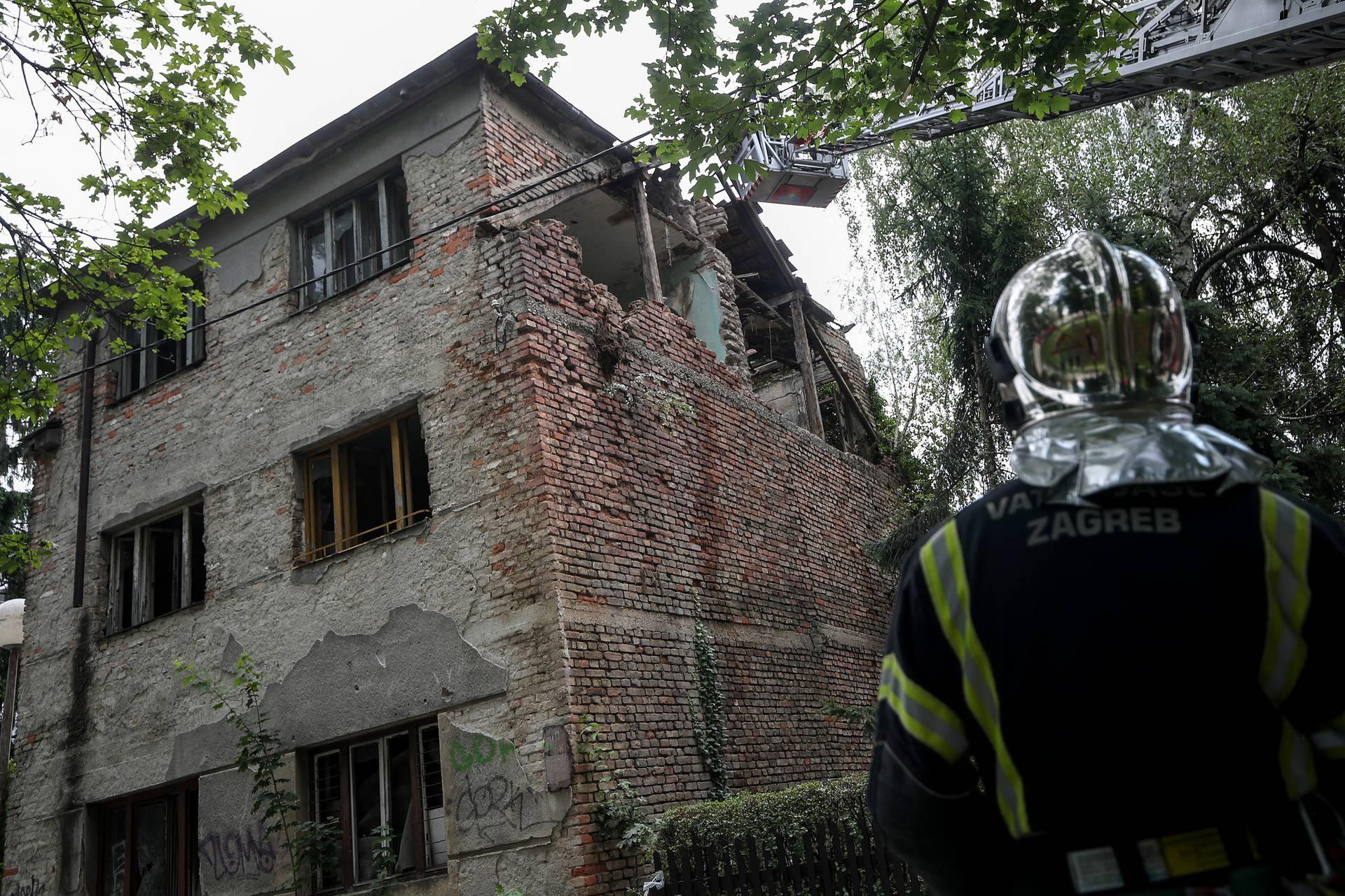 Zagreb: Urušio se zid napuštene kuće u Krugama