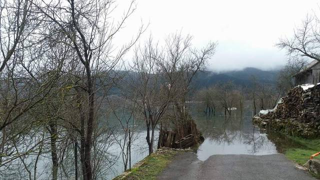 Vodeni val prošao Karlovcem, rijeka Una ponovno u porastu