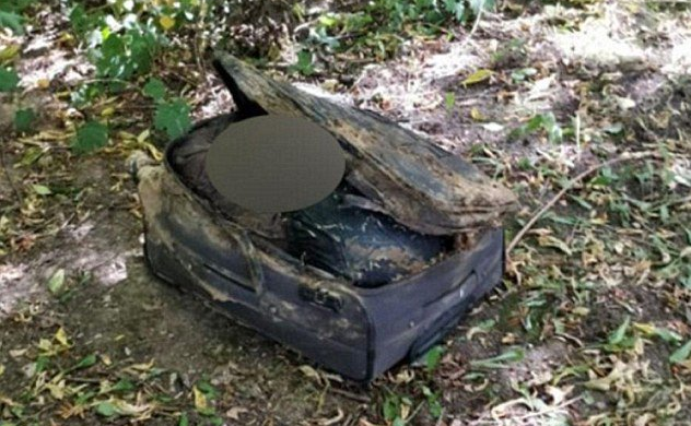Serijski ubojica mrtve djevojke gole ostavlja u koferima u šumi