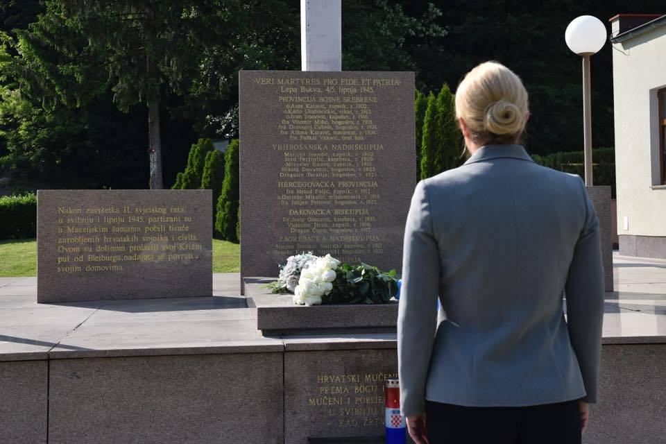 Grabar Kitarović je posjetila Macelj i poklonila se žrtvama