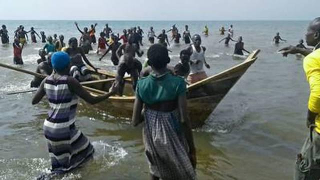 Potonuo brod s nogometašima: Putovali su na božićni susret...