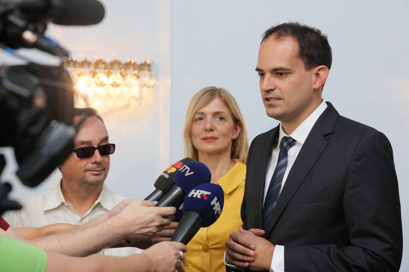 Osijek: Radni sastanak župana Ivana Anušića i ministra uprave Ivana Malenice