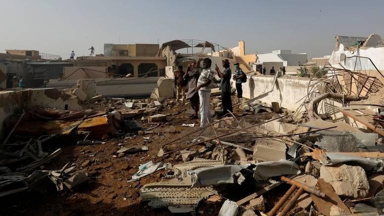 Pad aviona u Pakistanu uzeo je bar 56 života, dva preživjela