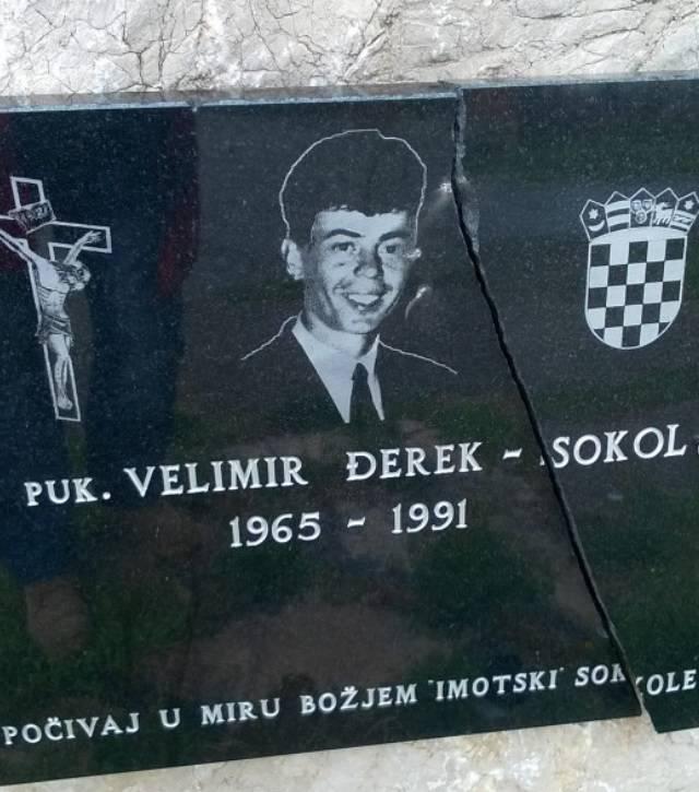 Razbili spomen ploču junaku Vukovara - Velimiru Đereku