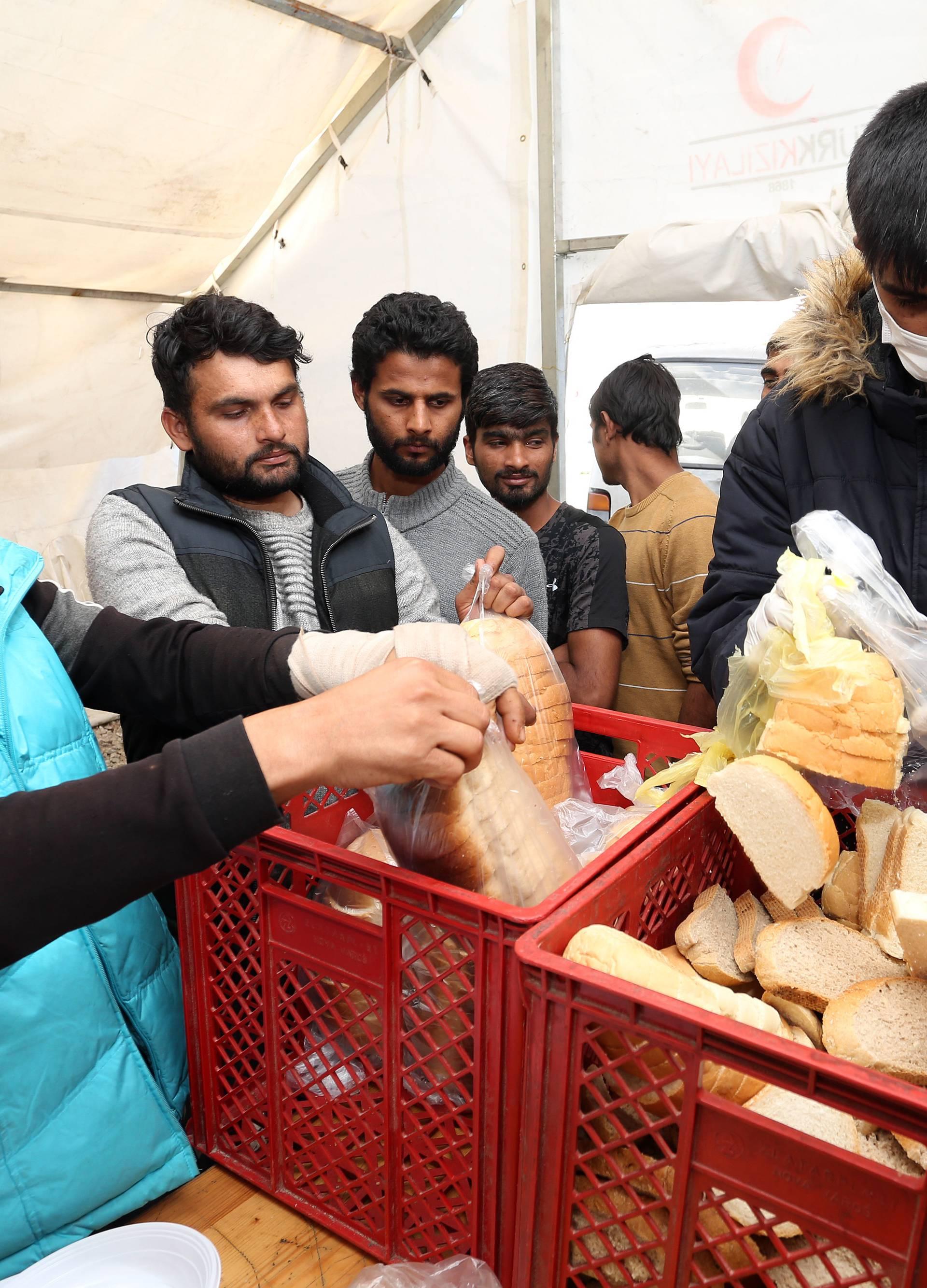 'Ostavite kampove za migrante otvorenima, nastat će kaos'