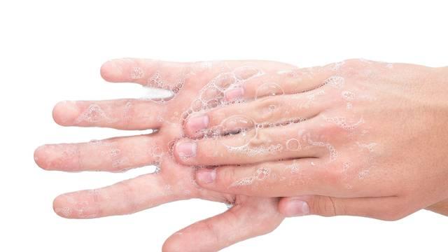 Ne gomilajte dezinficijense, koronu možete 'oprati' s ruku