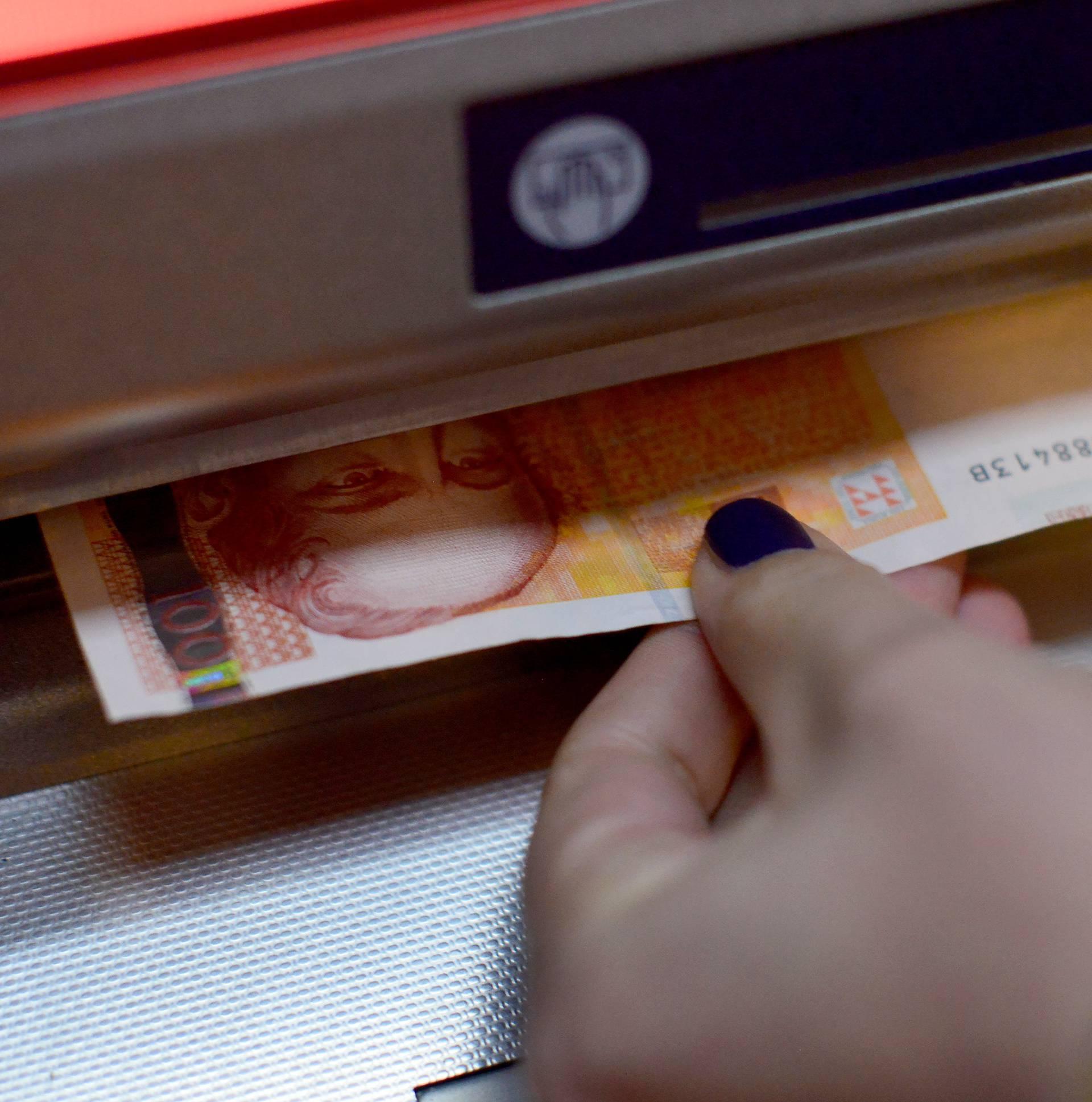 Zaba i OTP banka naplaćuju podizanje novca na šalteru