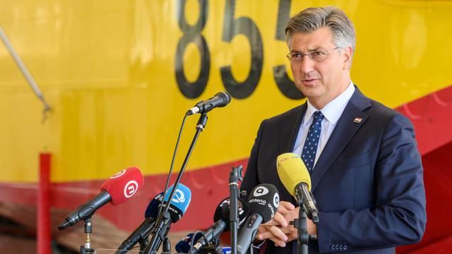 Zemunik: Premijer Plenković posjetio Protupožarnu eskadrilu HRZ-a