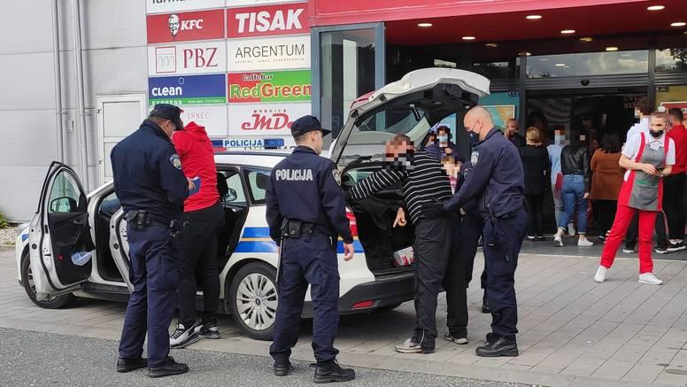 Muškarac (37) skinuo masku u trgovini, pa prijetio zaštitaru: Poslije se vratio  s bombom