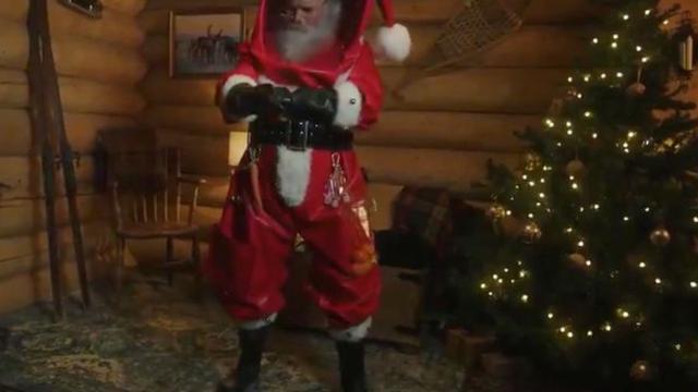 Djed Mraz u zaštitnom odijelu je podijelio mišljenja javnosti
