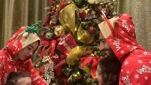 Salah okitio božićno drvce i zbog toga je doživio prozivke