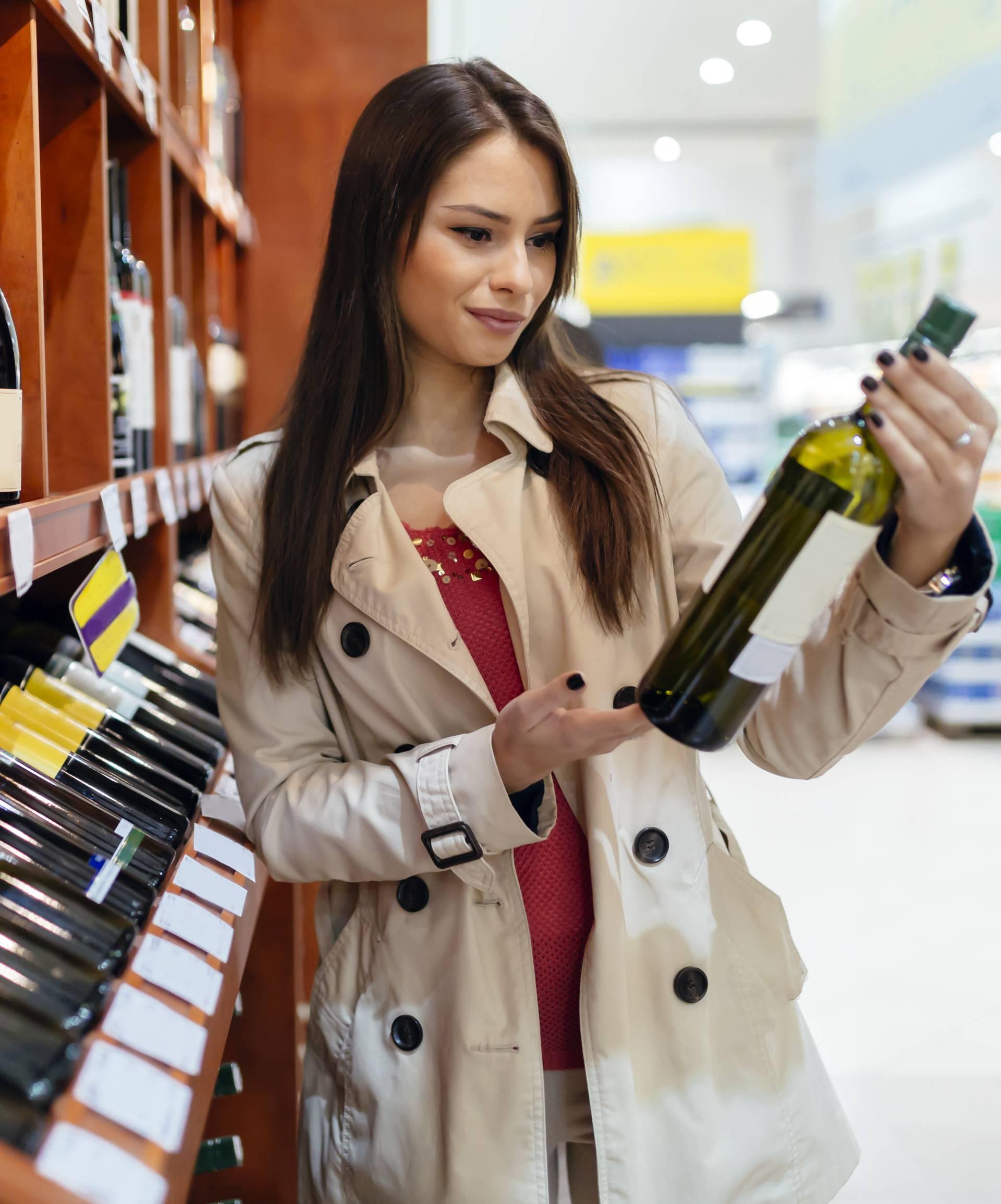 Zaboravite WC papir, Španjolci gomilaju vino, pivo i čokoladu