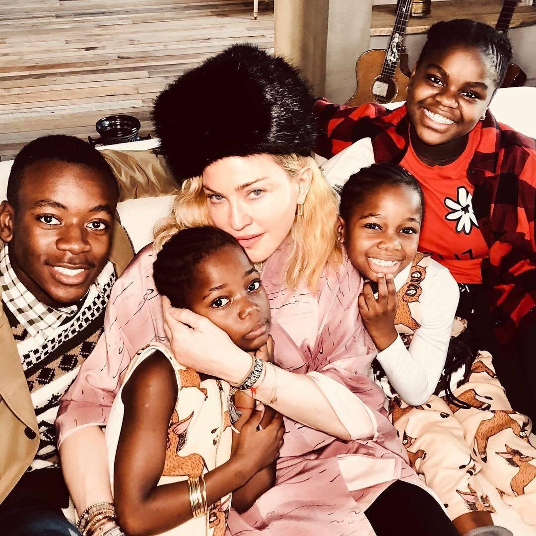 Raznježila fanove: Madonna je objavila božićnu fotku s djecom
