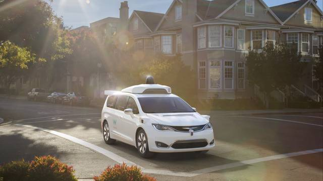 Britanci žele biti prvi: Auti bez vozača na cestama već 2021.