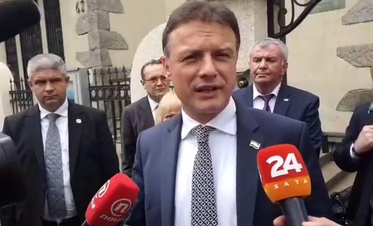 Šešelj gazio hrvatsku zastavu:  Jandroković prekinuo posjet