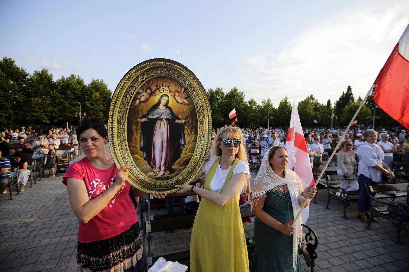 """Međugorje: Usprkos koronavirusu Međunarodni festival mladih """"Mladifest 2020"""" okupio je tisuće mladih katolika"""