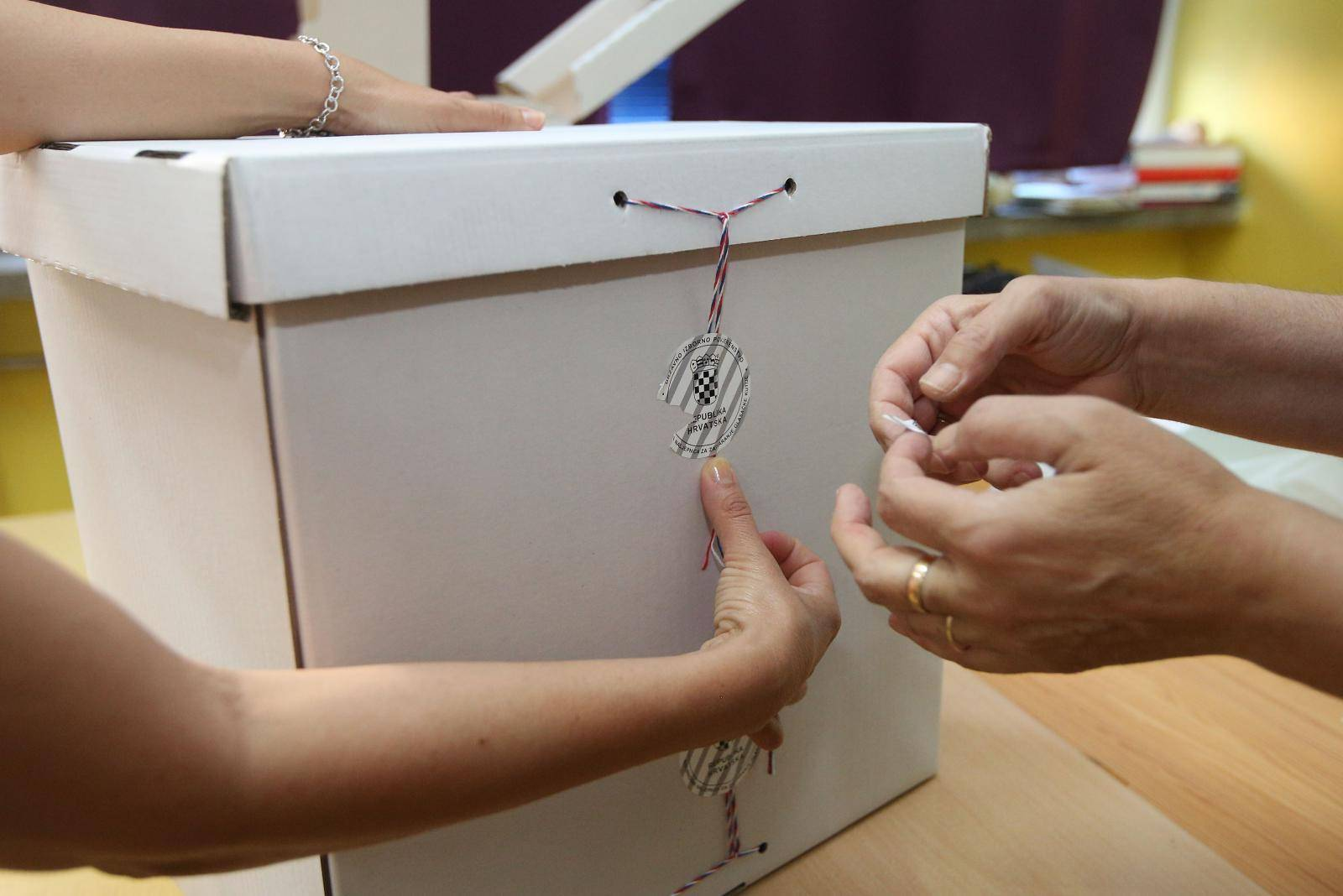 Otvorena birališta u Republici Hrvatskoj za parlamentarne izbore