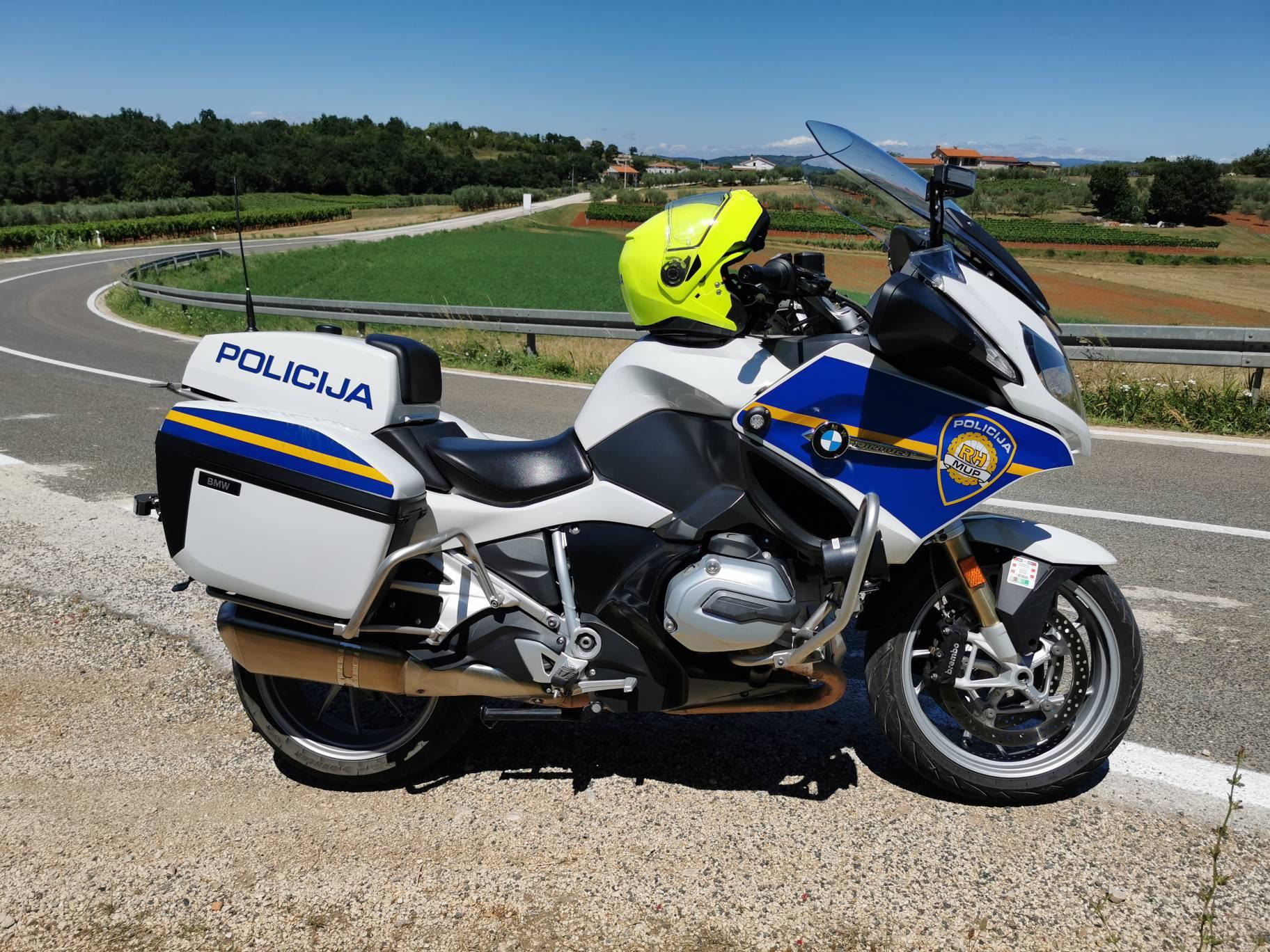Sudarili se automobil i motocikl na Braču, helikopter prebacio motociklista u splitsku bolnicu
