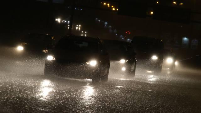 Split: Obilna kiša stvorila probleme u prometu i poplavila ceste