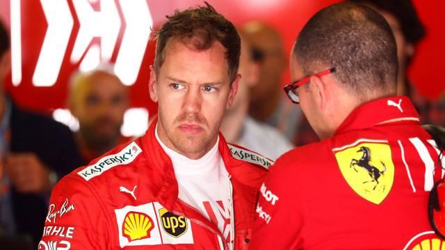 Vettel podivljao nakon kvara: Vratite mi je*ene V12 motore!