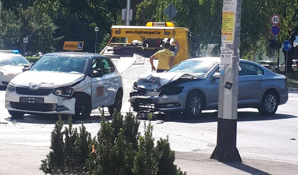 Zagreb: Polagala vozački  pa se sudarila s Passatom na raskrižju