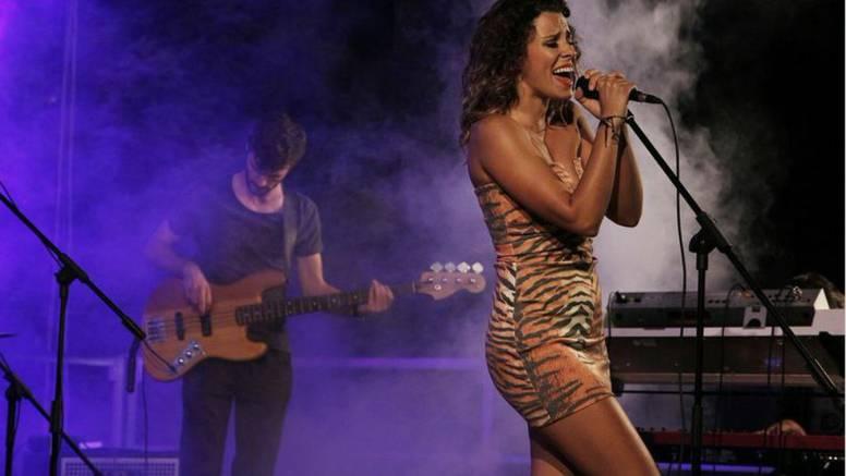 Seksi tigrica Natali nastupom 'zapalila' svoju pulsku publiku