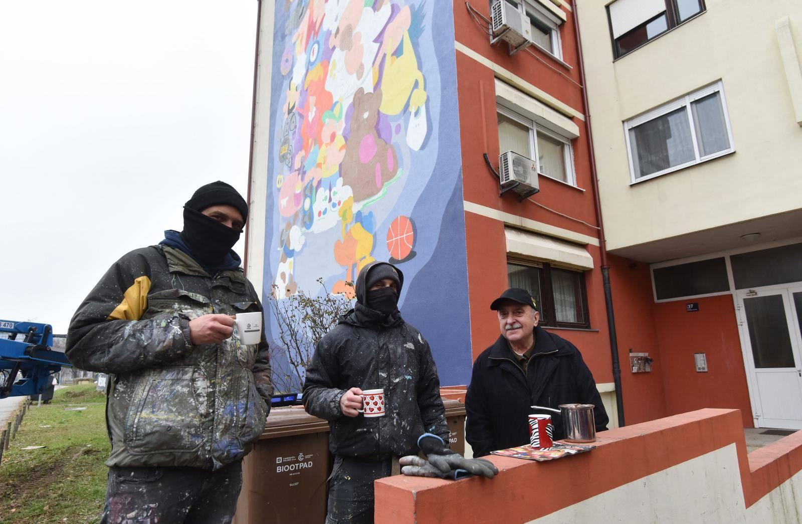 Zagreb: Umjetnički kolektiv Grafiti na gradele oslikava zgradu u Španskom