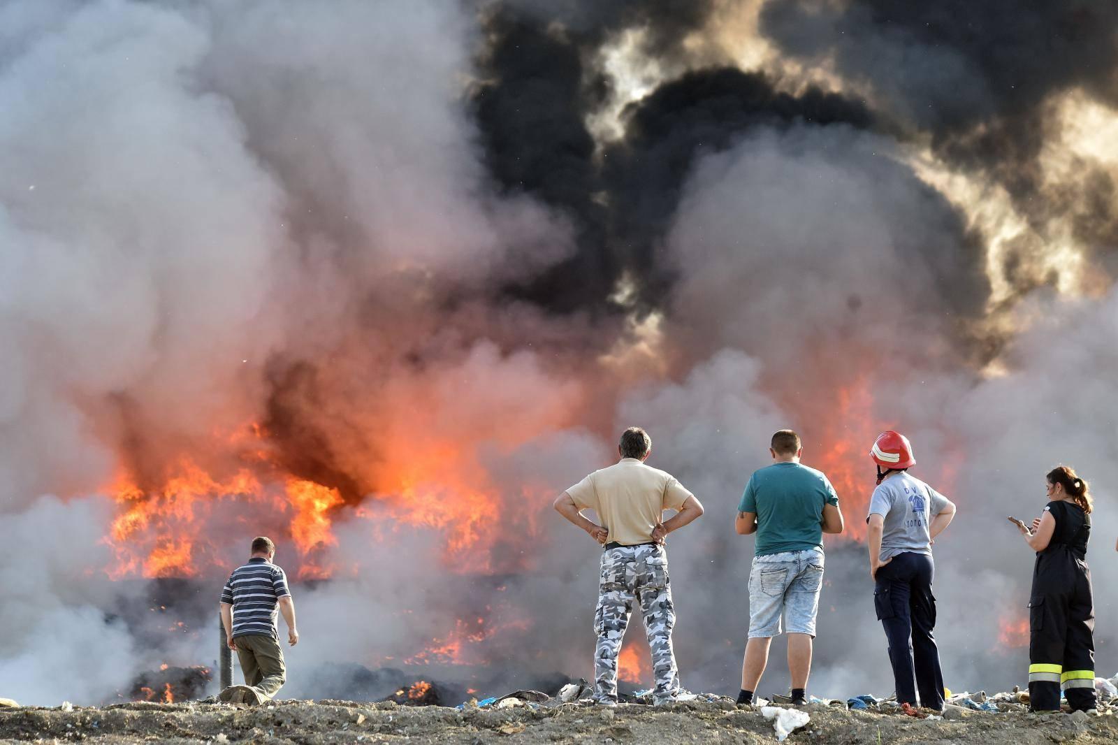 Buknuo požar na deponiju komunalnog otpada u Totovcu