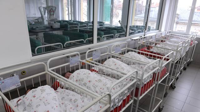 'Čak da novorođenčad plaćamo zlatom, više nema tko rađati...'