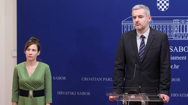 Zagreb: Supružnici Raspudić održali konferenciju u ime Kluba zastupnika Mosta