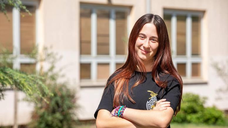 Maturantica iz Pule: Želim kraj srednje dočekati  u  razredu. Dosta mi je 'novog normalnog'