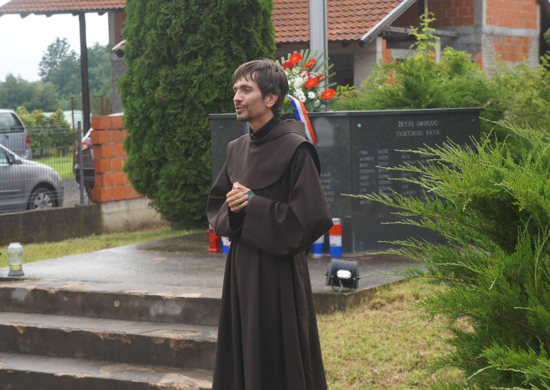 Fra Igor vratio se kući,  bratu je rekao da ne želi biti svećenik