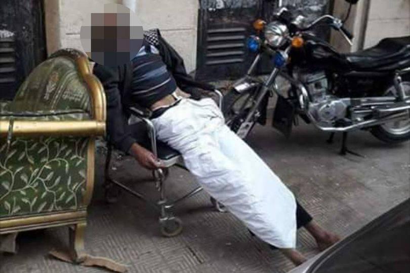 Užas ispred bolnice: Muškarac umro u invalidskim kolicima?