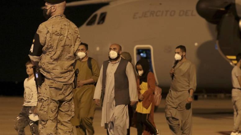 Blokirani pet dana:  Tisuću ljudi čeka dozvolu talibana za let s aerodroma u Mazar-i-Sharifu
