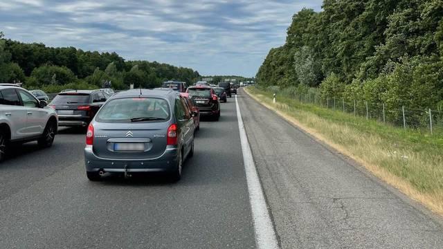 Gužve na ulazu u  Hrvatsku: 'U pet sati smo prešli tri kilometra'