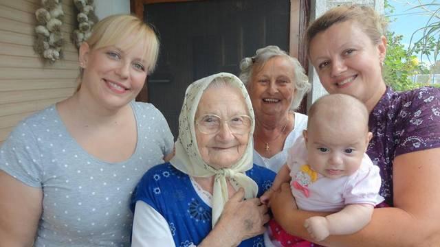 Pet generacija žena: Prabaka Marica (94) cure drži na okupu