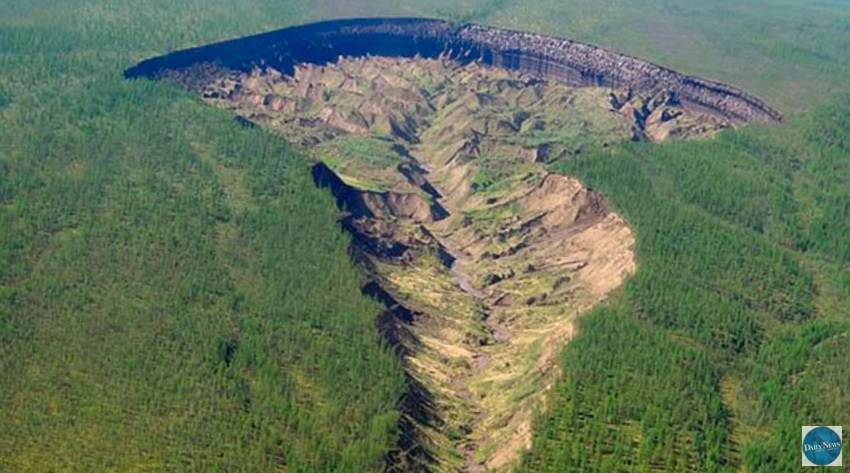 'Vrata pakla': Gigantska rupa u Rusiji raste, nestaju snijeg i led