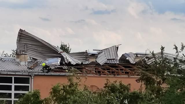 Jak vjetar 'otkinuo' krov zgrade u Zagrebu: Lim je letio posvuda