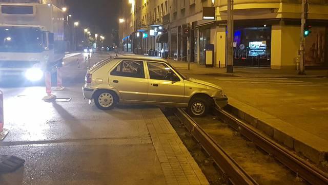 Zagreb: Auto na tračnicama