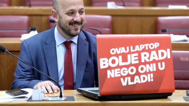 Zagreb: Zastupnik Maras svakodnevno zabavlja Sabor porukama na laptopu