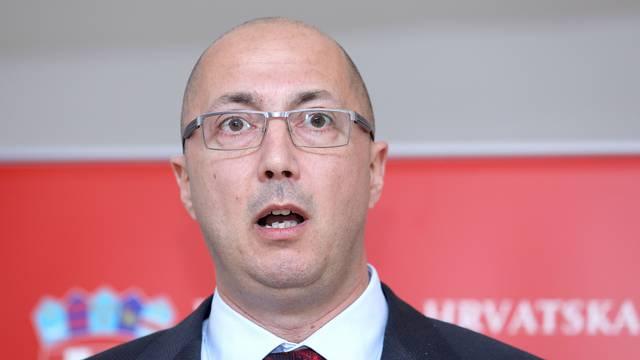 Kovačić nije podnio ostavku, ali je pokazao da više nije ministar