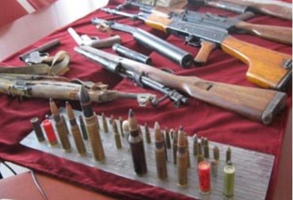 Mladić iz Borova Naselja imao hrpetinu oružja: Bombe, oružje, čak i dio policijske opreme