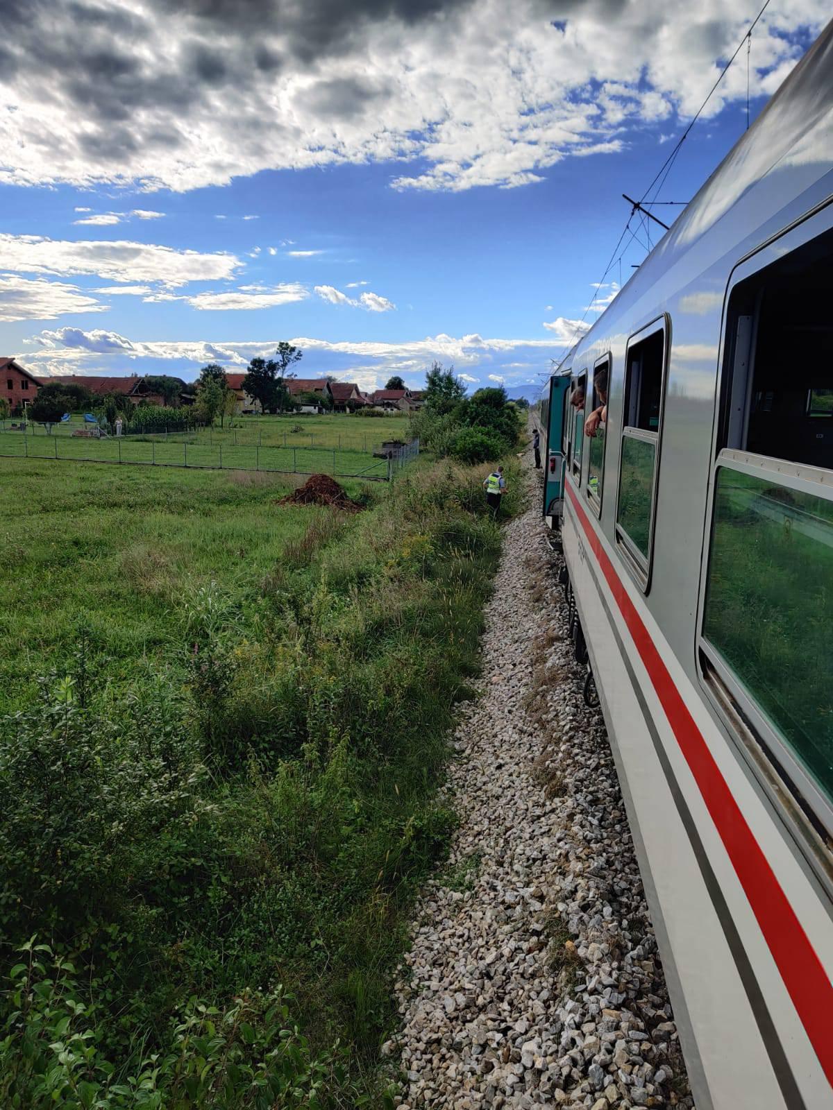 Muškarac poginuo u naletu vlaka kod Ivanić Grada