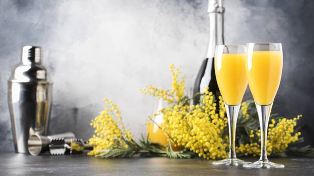 Kockice smrznutog šampanjca dat će fantastičan okus juiceu