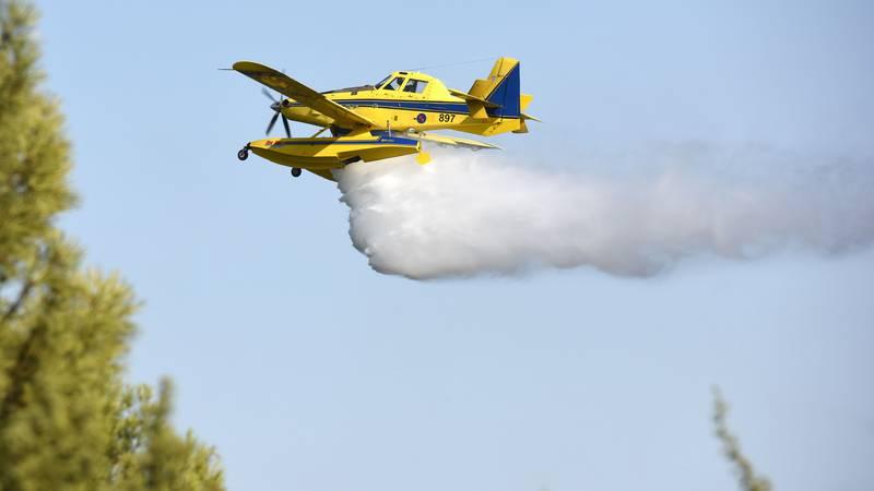 S požarom se bore od subote: Požar kod Milne gasi airtracor