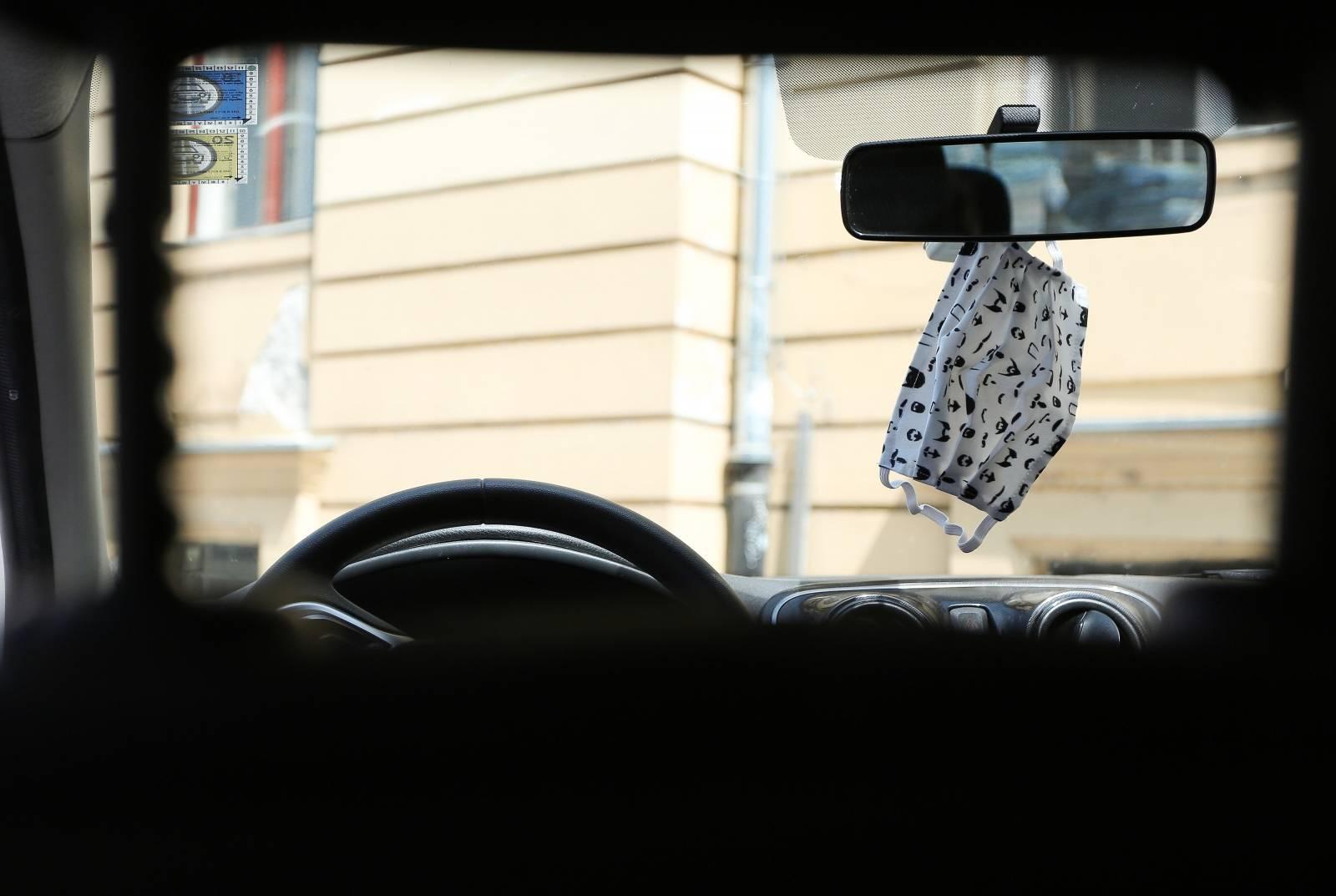 Najpopularniji ukras u automobilu u 2020. godini je zaštitna maska