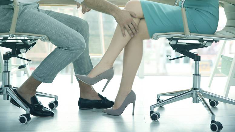 Na radnom mjestu najčešće su uznemiravane žene srednje dobi