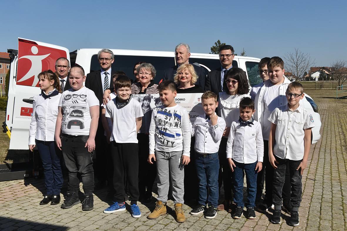 Centar za rehabilizaciju Mala Terezija dobio kombi s rampom