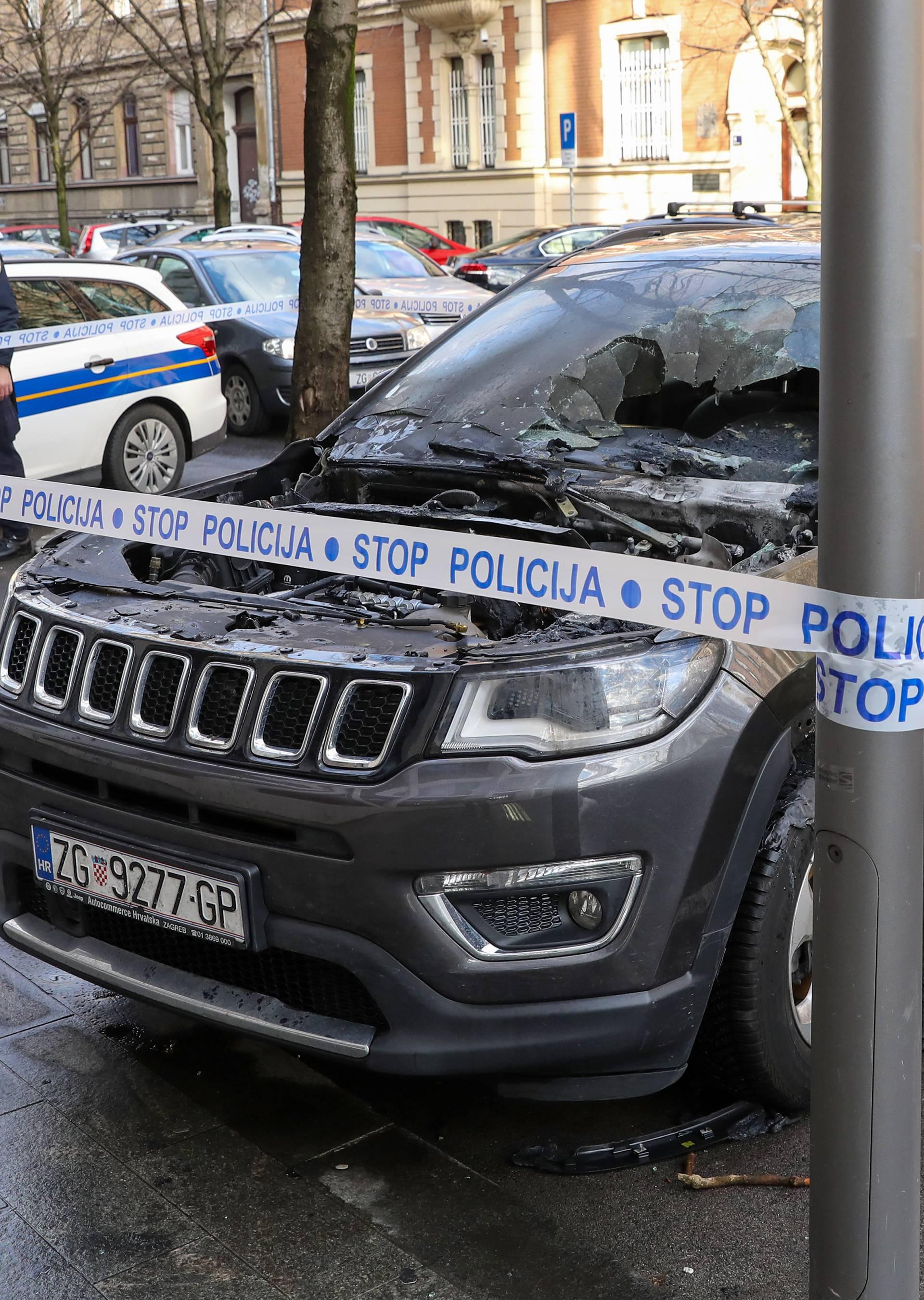 Bacili zapaljivu stvar na auto u Zagrebu, savila mu se hauba